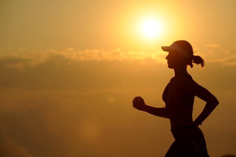 woman-girl-silhouette-jogger-40751